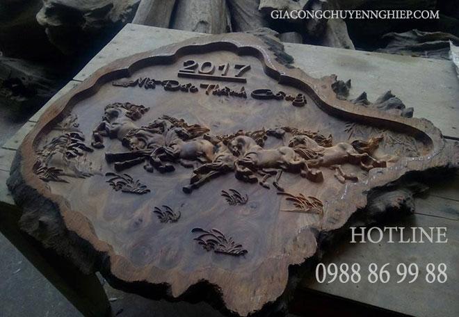 Nhận điêu khắc tranh mã đáo thành công bằng gỗ giá rẻ
