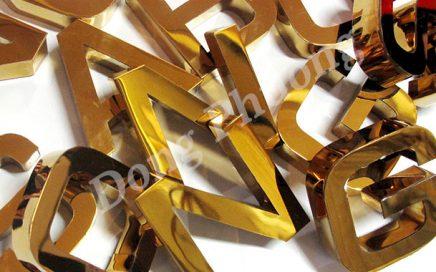 Bí ẩn nằm sau dòng chữ inox vàng giữa thủ đô Hà Nội