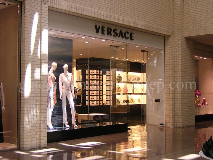 Top biển quảng cáo thương hiệu thời trang nổi tiếng-05