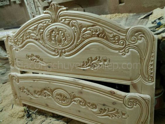 Mẫu giường gỗ chạm khắc, đầu giường đục máy cnc đẹp, sang trọng.-4