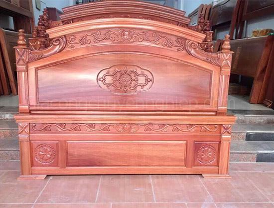 Mẫu giường gỗ chạm khắc, đầu giường đục máy cnc đẹp, sang trọng.-5