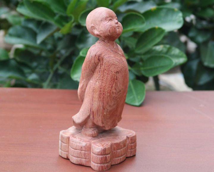 Tượng gỗ chú tiểu, ý nghĩa tượng gỗ tiểu đồng tùy duyên.-1